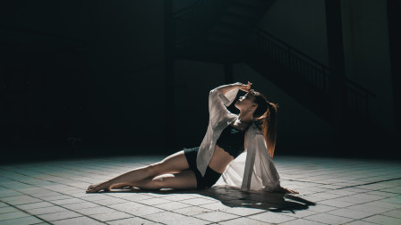 东方艳舞视频《River》