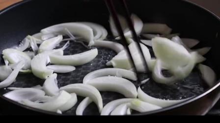 《韩国农村美食》各种蔬菜炒熟后,和粉条一起凉拌,就成了韩国人比较喜欢的炒杂菜