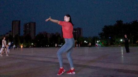 青青世界鬼步舞视频 半夜广场跳舞