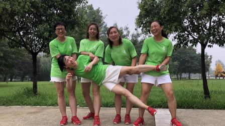 点击观看《青青世界广场舞:网红经典鬼步舞群跳就是好看》