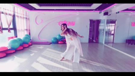 点击观看《中国东方舞视频《青城山下白素贞》》