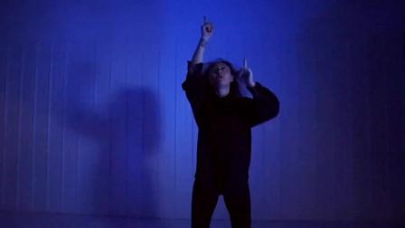 点击观看《爵士舞视频大全 好看爵士舞有一种悲伤》