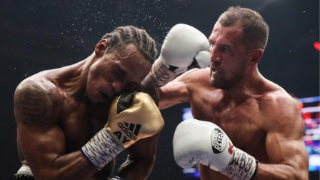 科瓦列夫 vs. 安东尼・亚德