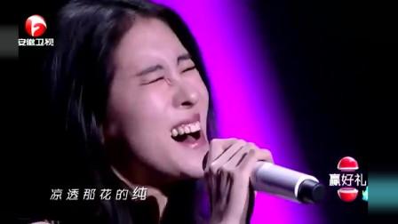 张碧晨台上演唱《凉凉》,优雅深情,引现场观众掌声连连