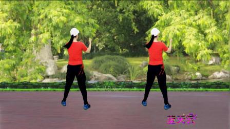 点击观看《2018健身操舞蹈视频《摇来摇去》 蓝天云广场舞》