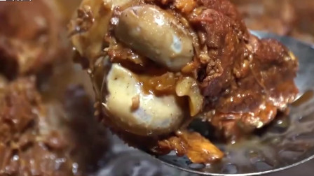 """韩国美食家来东北:一人吃一碗,""""大酱骨""""的魅力果然无人能挡!"""