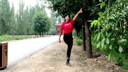 点击观看《阿采广场舞《千年等一回》32步 适合年轻人跳健身舞》