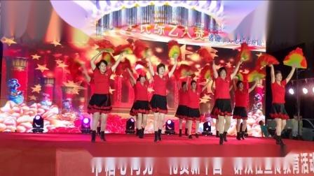 点击观看《2019扇子舞视频大全 好心情蓝蓝广场舞红红的中国舞台表演》
