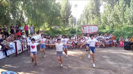 点击观看《简单幼儿少儿舞蹈《大梦想家》 中老年人也可以跳》