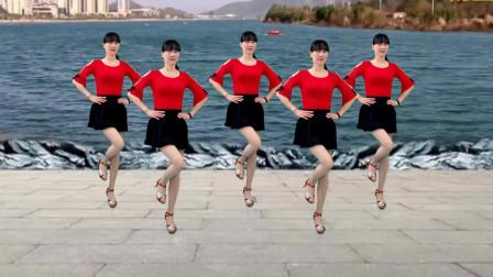 点击观看《情歌对唱16步舞蹈视频 阳光香果广场舞《妹妹想哥哥》好看又好学》