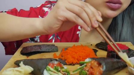 国外吃货吃寿司鱼子酱,看着好馋人啊
