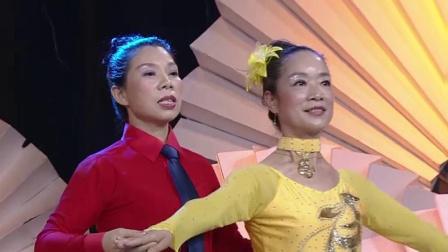 交谊舞《我爱祖国的蓝天》,阿姨们完美搭档,配合得天衣无缝!