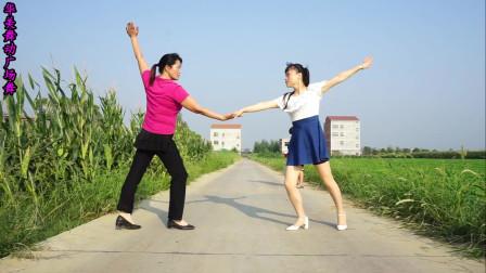 点击观看《干净农村小道妇女健身舞《男人醉女人累》 华美舞动广场舞32步双人舞》
