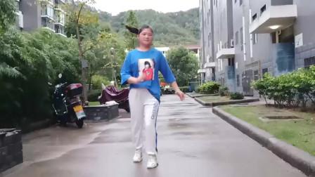 点击观看《麦芽鬼步舞很任性 简单学会舞蹈视频》