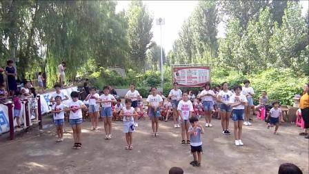 点击观看《简单幼儿舞蹈《爱在人间》 好看幼儿教师手势舞》