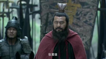 《三国》曹操见张飞不认识,翻下袍底有他的名字,曹操害怕了