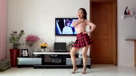 京京广场舞 穿超短裙跳网红舞长得丑活得久