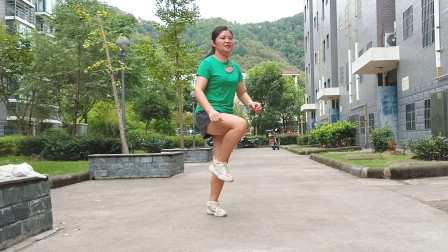 点击观看《麦芽鬼步舞视频凤凰传说 每天坚持轻松瘦11斤》
