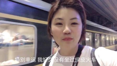 子睿北京站做火车,用新买的小米手机拍视频,差点赶不上火车