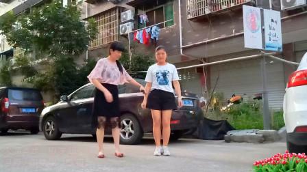 点击观看《8步鬼步舞《火苗》 麦芽第一遍学跳很简单》