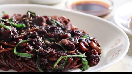 《韩国农村美食》酱香十足的炸酱面,配上糖醋肉和酸辣汤,都是解馋的美味