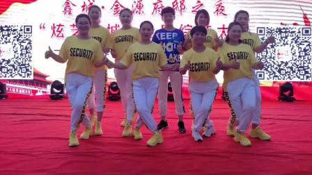 点击观看《老七连鬼步舞舞蹈视频妹妹不哭 好心情蓝蓝广场舞》
