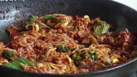 《韩国农村美食》辣酱泡菜煮章鱼,配上豆芽和芝士,完美好吃
