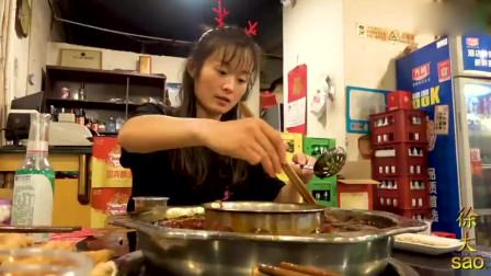大sao去重庆吃火锅,蒜泥随便吃,毛肚肉卷配血旺