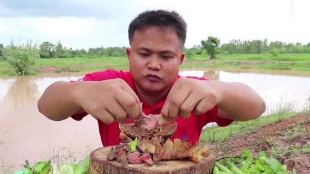 吃播:泰国吃货大叔试吃香烤肥牛,肥瘦相间的牛肉蘸上辣酱,超级香