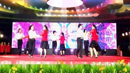 点击观看《社区广场舞大赛视频 好心情蓝蓝交谊舞往事只能回味》