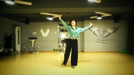 练习室现代舞视频《爱》 舞蹈基础功扎实