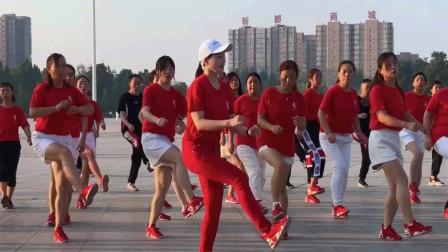 点击观看《全民健身迎中秋《野花香》47步鬼步舞》