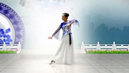 点击观看《简单入门形体舞视频《青花开在红尘里》媛媛广场舞》