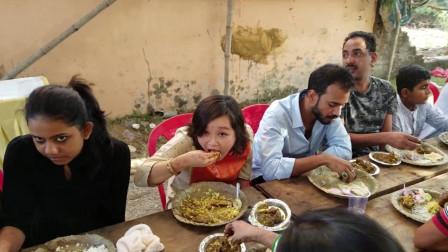 印度美食到底有多重口味?实拍印度乡村吃饭全程,网友直呼受不了