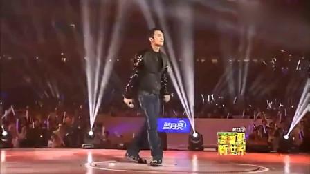 谢霆锋现场深情演唱和张柏芝的相识纪念曲《谢谢你的爱1999》
