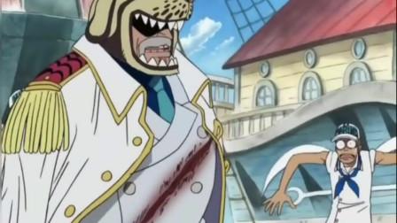 海贼王,卡普被砍了一大刀,浑然不知笑问:有人受伤了吗?笑喷