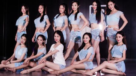 点击观看《中国女孩东方舞视频《我在人民广场吃炸鸡》》