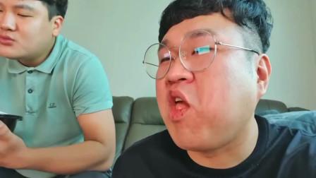 韩国大胃王小胖,和好友一起吃美食,大口大口吃的太香了