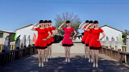 点击观看《糖豆广场舞灰姑娘  2019热门歌曲》