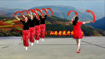 点击观看《小慧舞蹈教学视频《山丹丹花开红艳艳》 广场舞一步一步慢动作讲解》