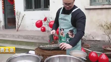 消费主张:过年头盘菜秘制酸菜鱼,用鲫鱼来炖汤,还有父亲做的重庆滑肉。