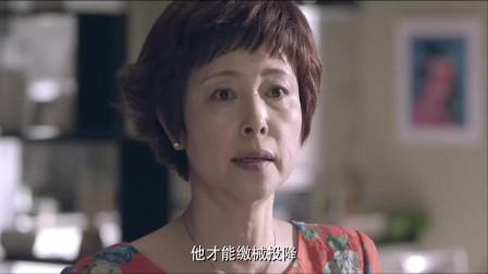 母親偷偷地去冰箱偷母乳給孩子喝,被親家母發現,竟被她大罵!