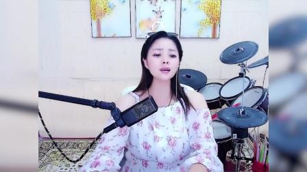 最近超级嗨,的一首歌《大声唱》,女大学生翻唱得好好听