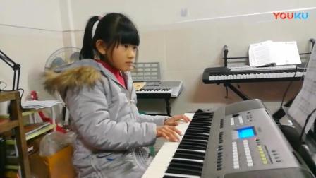 强悍小姑娘用电子琴演奏一首《送别》经典老歌,好听至极!