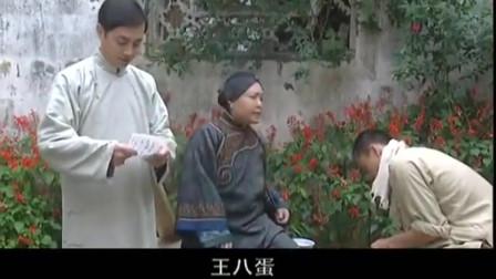 走出蓝水河:土匪到处的乱来,镇长说要用十担的稻子救济,老太太不肯相关的图片