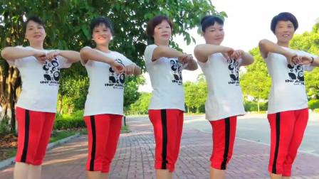 点击观看《大妈们马路上跳广场舞视频真心列车》