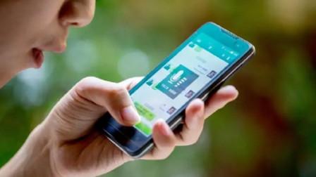 微信聊天发语音时,怎么才让声音好听?手机这样拿,就会有奇效!