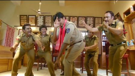 暴躁解说:一言不合就跳舞,印度阿sir和同事在警察局尬舞,笑了