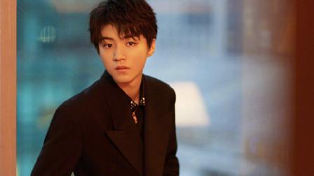 王俊凯20岁生日送粉丝福利 温柔弹唱《夏天》超级暖