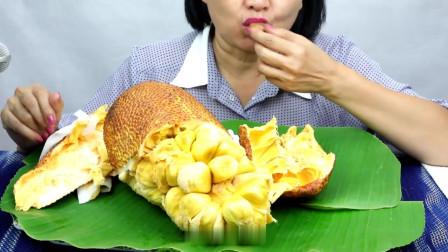 吃播:越南吃货阿姨试吃新鲜菠萝蜜,整整一个拿来啃,贼得劲!